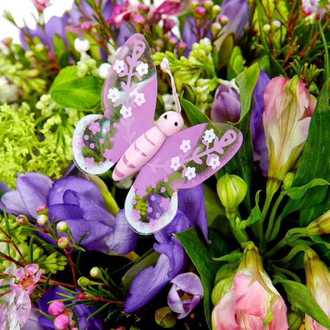 Букет цветов из розовой альстромерии, голубой фрезии, салала, белой сирени, вибурнумы и ваксы №10 с доставкой.