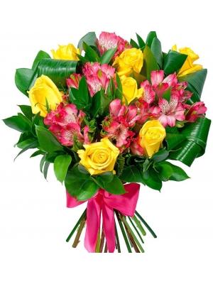 Букет цветов из желтых роз (7 штук), розовой альстромерии (6 веток) и декоративной зелени с доставкой.