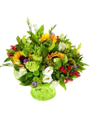 Букет цветов из красной альстромерии, темно-желтого подсолнуха, зеленой хризантемы, солидаго и фрезии №7 с доставкой.