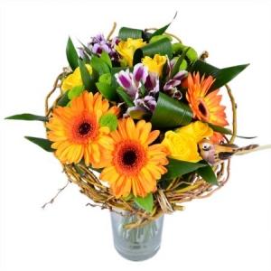Букет цветов из сиреневой альстромерии, оранжевой герберы, желтых роз и зеленой хризантемы с доставкой.