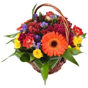 Букет-корзина из микса сезонных цветов и декоративной зелени по Вашему выбору с доставкой.