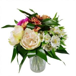 Букет цветов из белой альстромерии, розовой гвоздики, белого амариллиса и оранжевой хризантемы с доставкой.