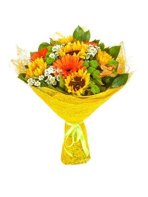 Букет цветов из белой и зеленой хризантемы, рыжей герберы, темно-желтого подсолнуха и салала №9 с доставкой.