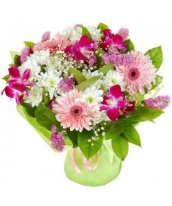 """Букет цветов из розовой герберы, белой кустовой хризантемы и розовой орхидеи """"Дендробиум"""" №11 с доставкой."""