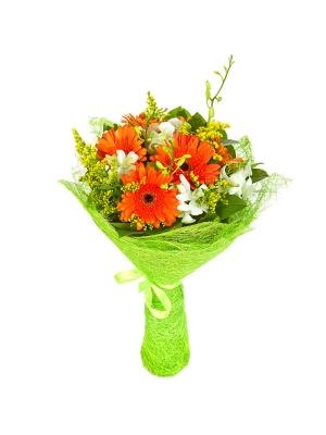 """Букет цветов из рыжей герберы, белой орхидеи """"Дендробиум"""", солидаго и салала №15 с доставкой."""