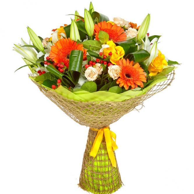 Букет цветов из рыжей герберы, желтых роз, белой лилии и кремовых кустовых роз №17 с доставкой.