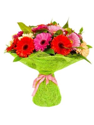 Букет цветов из малиновой, кремовой, красной и розовой герберы, салала и аспидистр №18 с доставкой.