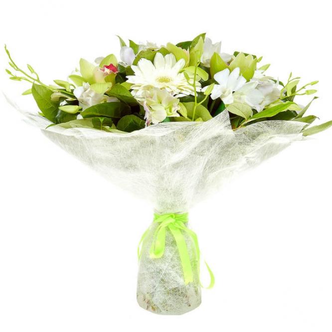 Букет цветов из белой герберы, зеленой орхидеи, аспидистр, а также белой орхидеи Дендробиум с доставкой.