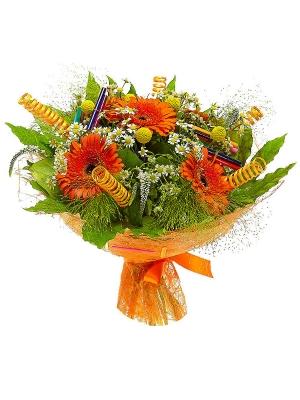 Букет цветов из рыжей герберы, желтой краспедии, ромашек, белой вероники и пестрой аралии №31 с доставкой.