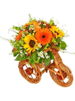 Букет-корзина из белой хризантемы, рыжей герберы, темно-желтого подсолнуха и гиперикума №45