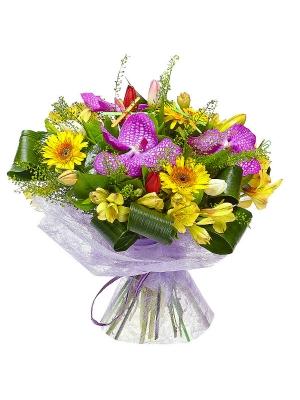 """Букет цветов из желтой альстромерии, белых тюльпанов, розовой орхидеи """"Ванда"""" и желтой герберы №37 с доставкой."""