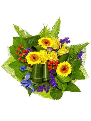 Букет цветов из желтой альстромерии, синих ирисов, желтой герберы, красного гиперикума и салала №14 с доставкой.