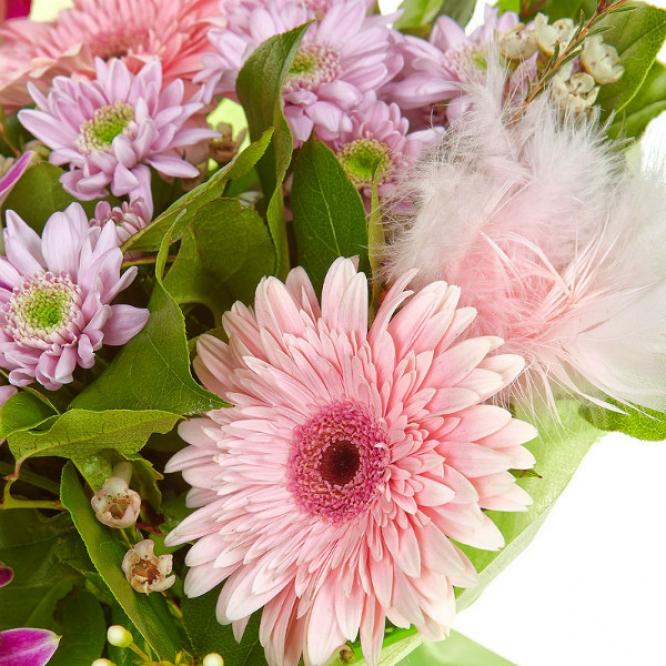 Букет цветов из розовой герберы, розовой орхидеи с доставкой.