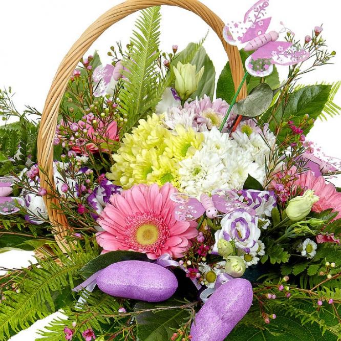 Букет-корзина из розовой герберы, желтой и розовой хризантемы и голубого лизиантуса №52