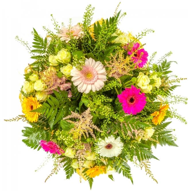 Букет цветов из разноцветной герберы, папоротника, буплерумы и астильбы №62 с доставкой.