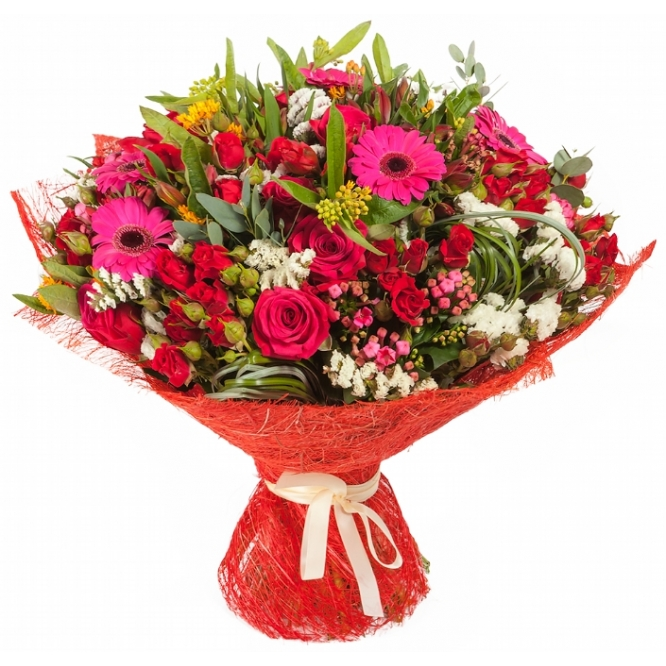 Букет цветов из розовой герберы, красных кустовых роз, салала, бувардии, асклепиаса и разноцветных роз №63 с доставкой.