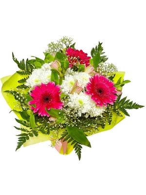 Букет цветов из розовой альстромерии, малиновой герберы, белой кустовой хризантемы и папоротника №7 с доставкой.