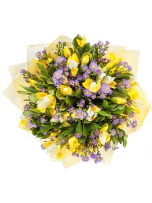 Букет цветов из желтого ириса, синей астры и питоспорума №17 с доставкой.