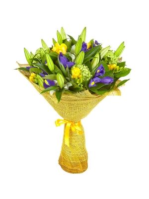 Букет цветов из белой лилии, желтой фрезии, синего ириса, вибурнумы и салала №5 с доставкой.