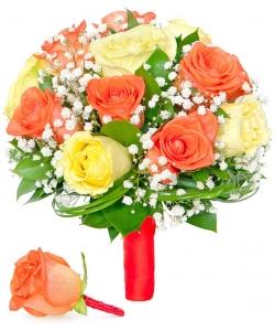 Свадебный букет невесты из светло-желтых и рыжих роз (экстра класс, 15 штук), гипсофилы, зелени, а также бутоньерка с доставкой.
