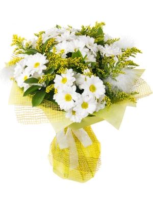 Букет цветов из белой хризантемы и декоративной зелени с доставкой по Киеву №12.