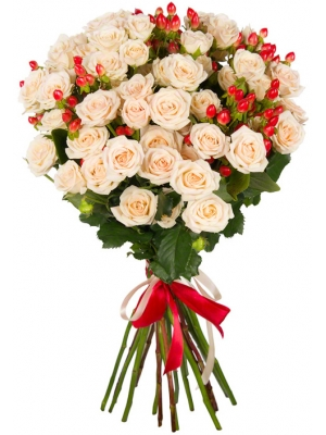 Букет цветов из кремовых кустовых роз (15 штук 70 сантиметров) и красного гиперикума с доставкой №22