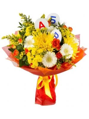 Букет цветов из желтой хризантемы, рыжей кустовой розы, белой герберы и декоративной зелени с доставкой №15