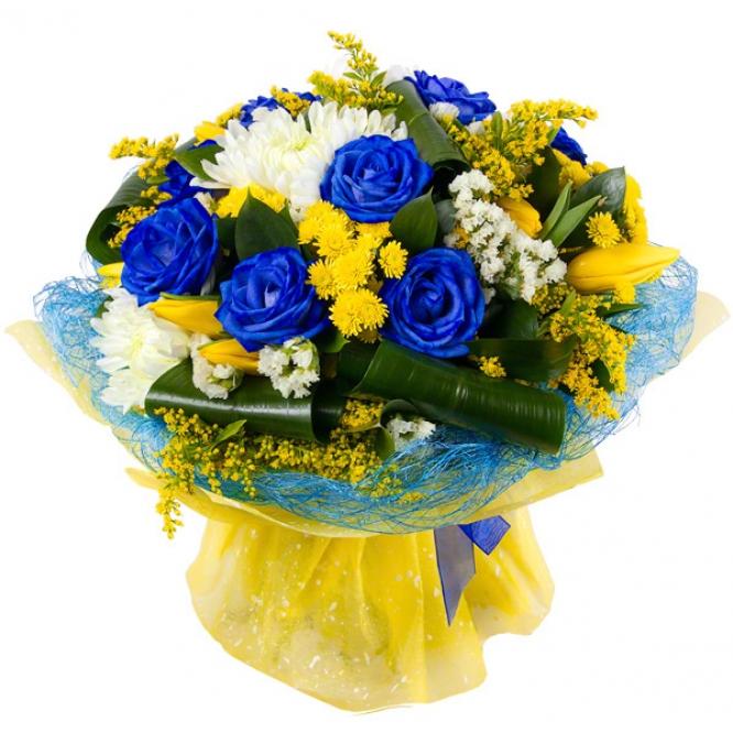 Букет цветов из синих роз, желтых тюльпанов, белой и желтой хризантемы, статицы и декоративной зелени с доставкой.