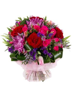 Букет цветов из розовых тюльпанов, альстромерии и роз, хризантемы, красных роз и декоративной зелени с доставкой.