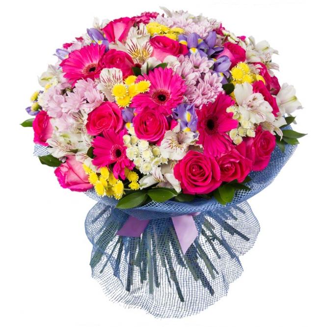 Букет цветов из веточной хризантемы, розовой герберы, розовых роз, синих ирисов и белой альстромерии с доставкой.