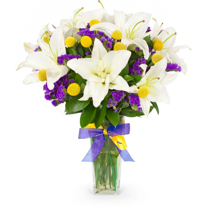 Букет цветов из белой лилии, желтой краспедии, синей статицы и декоративной зелени с доставкой.