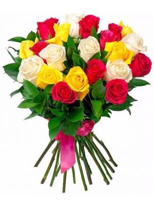 Букет цветов из красных, желтых и белых роз (25 штук 70 сантиметров) и декоративной зелени с доставкой №18