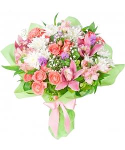 Букет цветов из розовых роз, орхидеи, альстромерии, белой хризантемы, гипсофилы и декоративной зелени с доставкой.