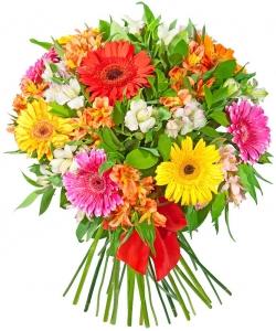 Букет цветов из разноцветной герберы (9 штук), разноцветной альстромерии (14 штук) и декоративной зелени с доставкой.