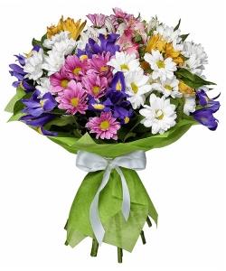 Букет цветов из микса разноцветной хризантемы, альстромерии, синих ирисов и декоративной зелени с доставкой.