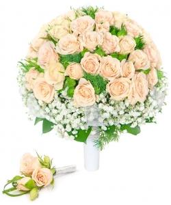 Свадебный букет невесты из кремовых кустовых роз (9 веток, экстра класс), гипсофилы, а также бутоньерка с доставкой.