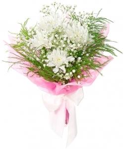 Букет цветов из белой кустовой хризантемы, гипсофилы и декоративной зелени с доставкой по Киеву.