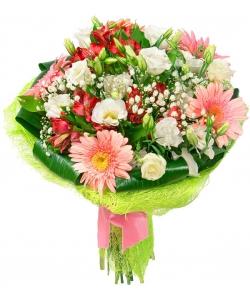 Букет цветов из розовой герберы, красной альстромерии, белой эустомы, гипсофилы и декоративной зелени с доставкой.