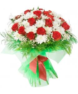 Букет цветов из красных роз (экстра класс, 19 штук), белой хризантемы (8 веток), гипсофилы и декоративной зелени с доставкой.