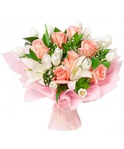 Букет цветов из нежно-розовых роз, белых тюльпанов. белой лилии, гипсофилы и декоративной зелени с доставкой по Киеву.