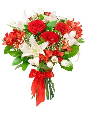 Букет цветов из белой лилии, красной альстромерии, белых тюльпанов, красных роз и декоративной зелени с доставкой.