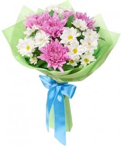 Букет цветов из белой хризантемы (экстра класс, 4 ветки) и фиолетовой хризантемы (экстра класс, 4 штуки) с доставкой.