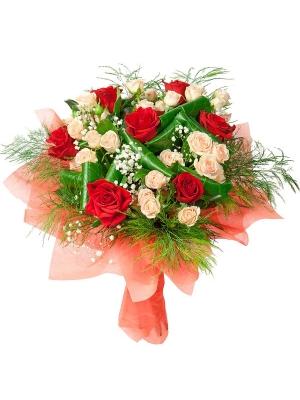 Букет цветов из красных роз (экстра класс, 7 штук), кремовых кустовых роз (экстра класс, 5 штук) и зелени с доставкой.
