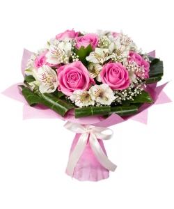 Букет цветов из белой альстромерии (экстра класс 4 ветки), розовых роз (экстра класс, 7 штук) и декоративной зелени с доставкой.
