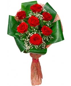 Букет цветов из красных роз (экстра класс, 7 штук), гипсофилы и декоративной зелени с доставкой по Киеву.