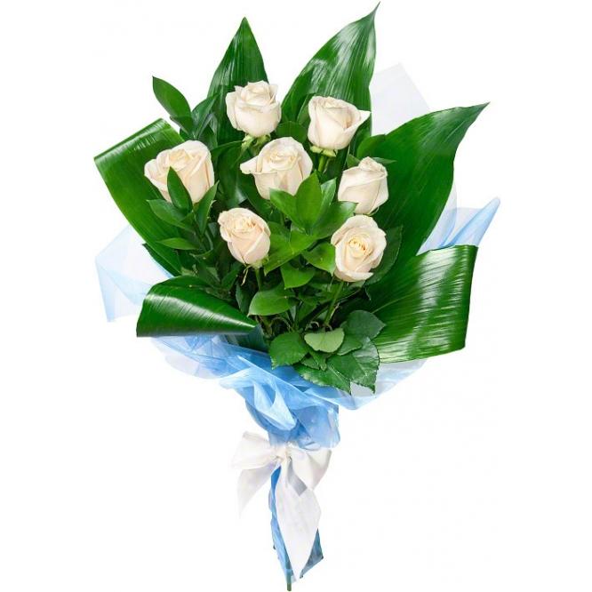 Букет цветов из белых роз (экстра класс, 7 штук) и декоративной зелени с доставкой по Киеву.