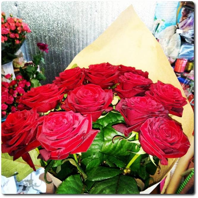 """Восхитительный букет из красных роз """"Гран При"""" (11 штук) с доставкой по Киеву."""