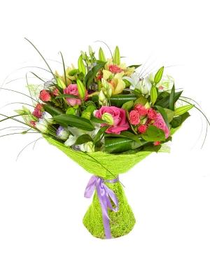 Букет цветов из розовых роз, желтой орхидеи, белой лилии, зеленой хризантемы и голубого лизиантуса №7 с доставкой.