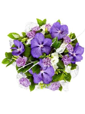 """Букет цветов из синей орхидеи """"Ванда"""", белой фрезии, фиолетовой гвоздики и аспидистр №8 с доставкой."""