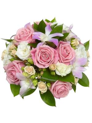 Свадебный букет невесты из розовых роз, белого лизиантуса, кремовых кустовых роз и орхидеи